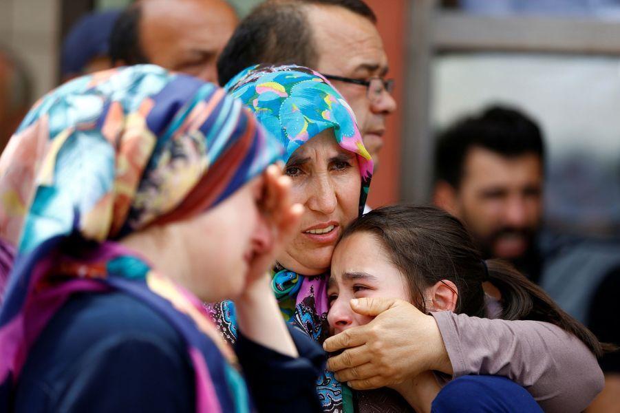 A Istanbul, la détresse des proches des victimes au lendemain de l'attentat commis à l'aéroport international d'Istanbul.