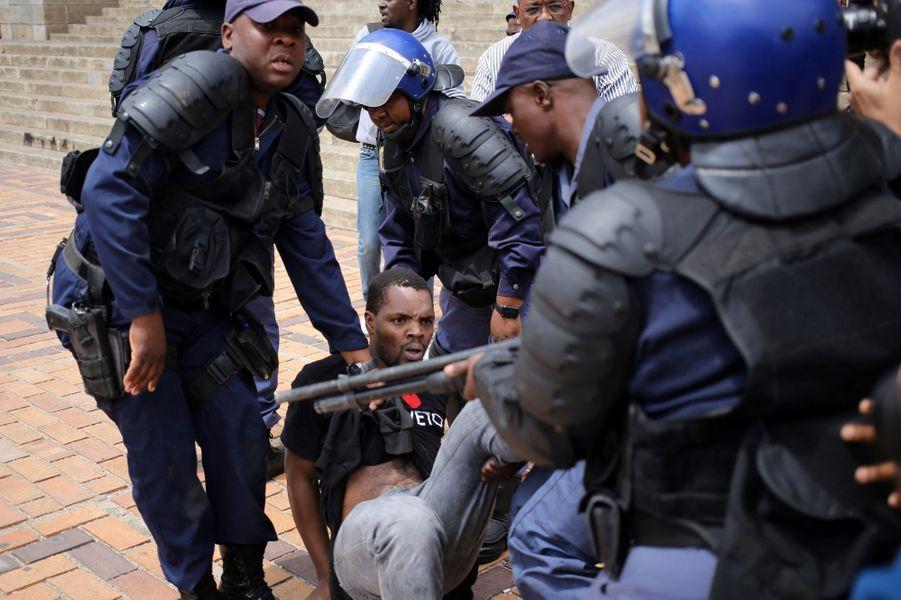 Manifestation étudiante à l'universitéde Witwatersrand, à Johannesburg, le 4 octobre 2016.
