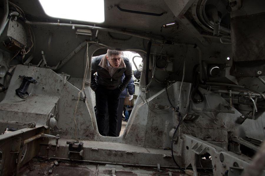 Exposition des blindés pro-russes à Kiev