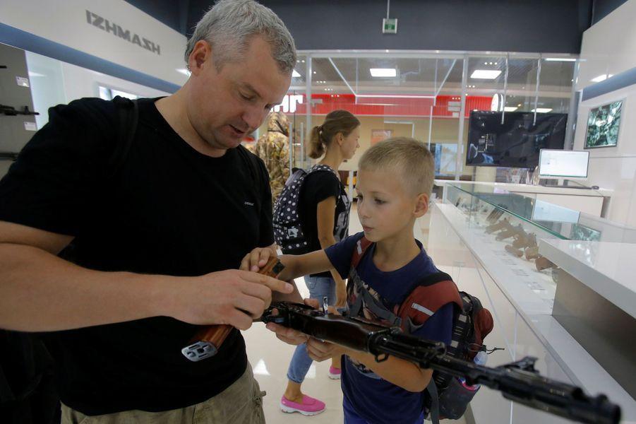 La boutique souvenir Kalachnikov de l'aéroport de Moscou-Cheremetievo.