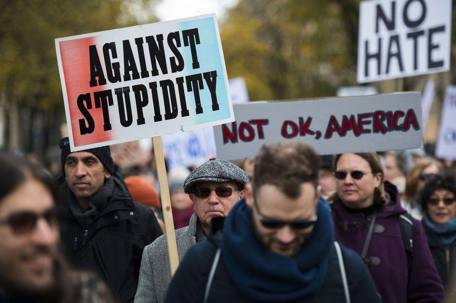 """Des centaines de personnes ont manifesté leur soutien envers """"les groupes vulnérables attaqués par Donald Trump"""""""