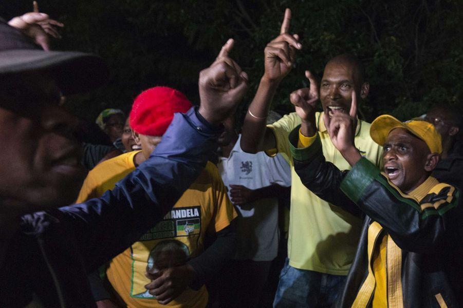 A Soweto, les habitants rendent hommage à Winnie Mandela.