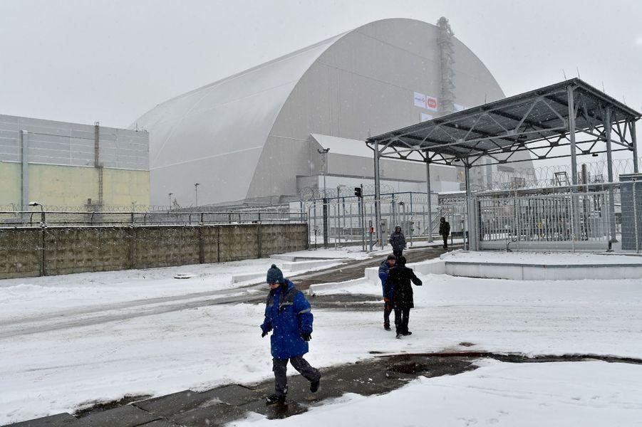 Une arche construite par les géants français du BTP Vinci et Bouygues recouvre désormais le sarcophage entourant le réacteur nucléaire accidenté deTchernobyl.
