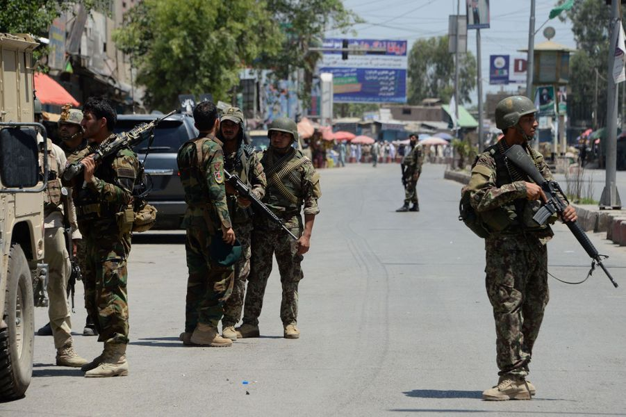 Un attentat de l'EI contre la télévision publique afghane a fait six morts à Jalalabad, le 17 mai 2017.