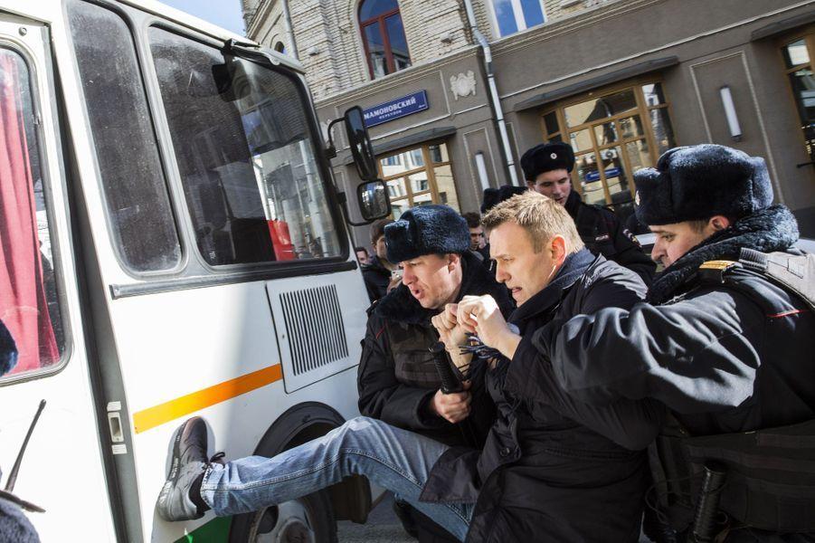 Alexeï Navalny arrêté lors de la manifestation à Moscou, le 26 mars 2017.