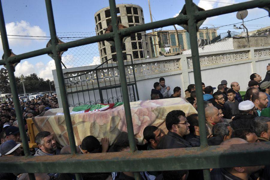 Les funérailles du journaliste Mohamed Tamalt avaient lieu à Alger, le 12 décembre 2016.