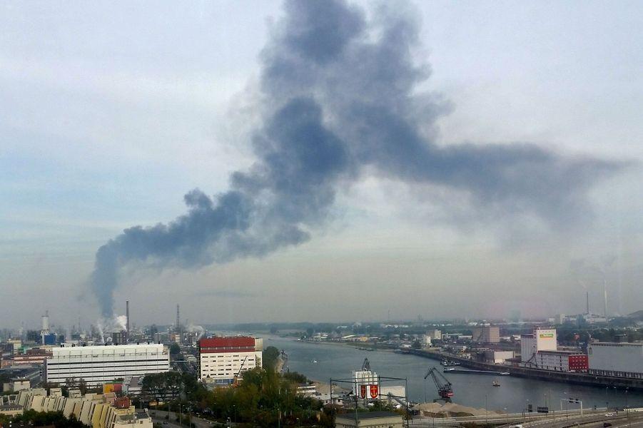 L'explosion survenue lundi a été suivie d'incendies