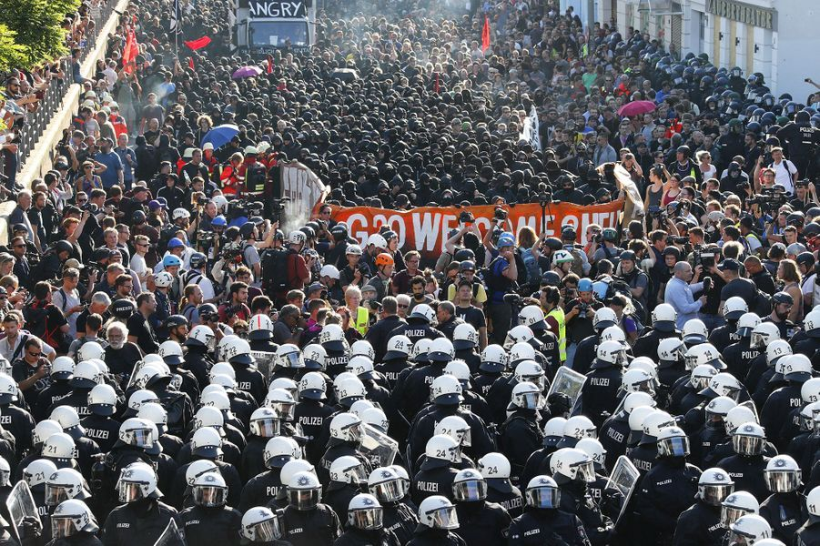 Des affrontements ont éclaté jeudi soir entre plusieurs milliers de manifestants anti-G20 et la police à Hambourg en Allemagne
