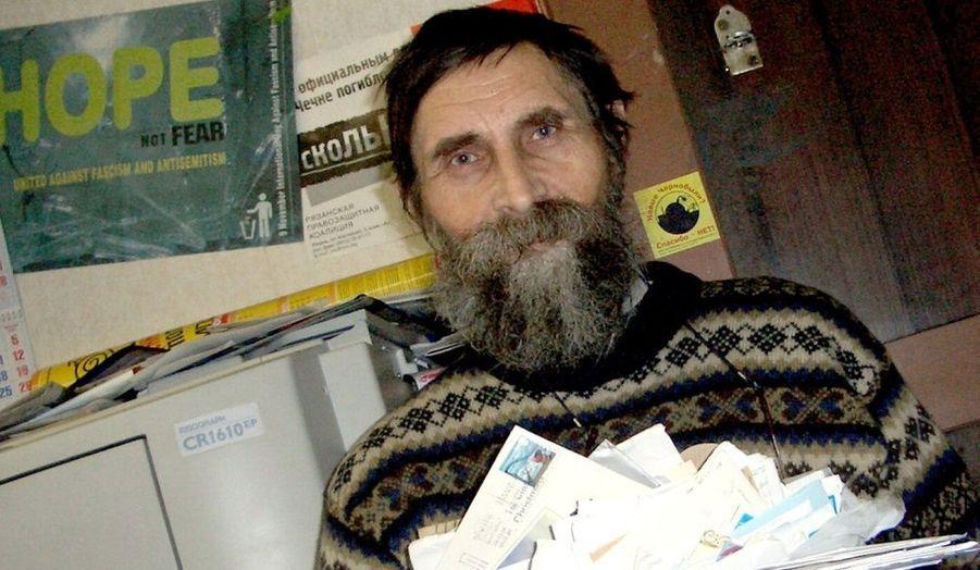 Dimitri Krajukin, menacé de mort en raison de ses activités militantes en Fédération de Russie.«Chaque lettre est très importante! Elles donnent de l'espoir et contiennent chacune une bonne dose de gentillesse. C'est un tel soutien, un tel sentiment que ce que je fais est vraiment important. C'est vraiment incroyable!»