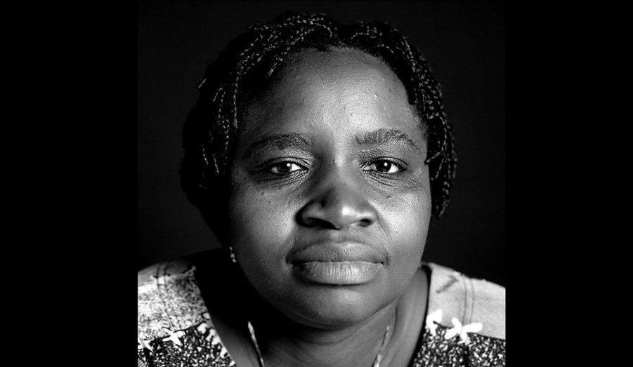 Justine Masika Bihamba, coordinatrice de Synergie des femmes contre les violences sexuelles en République démocratique du Congo régulièrement menacée par les forces armées en raison de son activité.«Les mots me manquent pour vous exprimer ma reconnaissance pour votre soutien en ces moments difficiles. Sachez bien que les cartes que vous avez envoyées ont fortifié des milliers de femmes du nord Kivu qui étaient sans espoir. Encore une fois merci. »