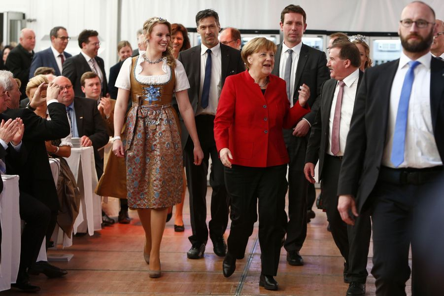 Angela Merkel fête la bière à Ingolstadt, en Bavière.