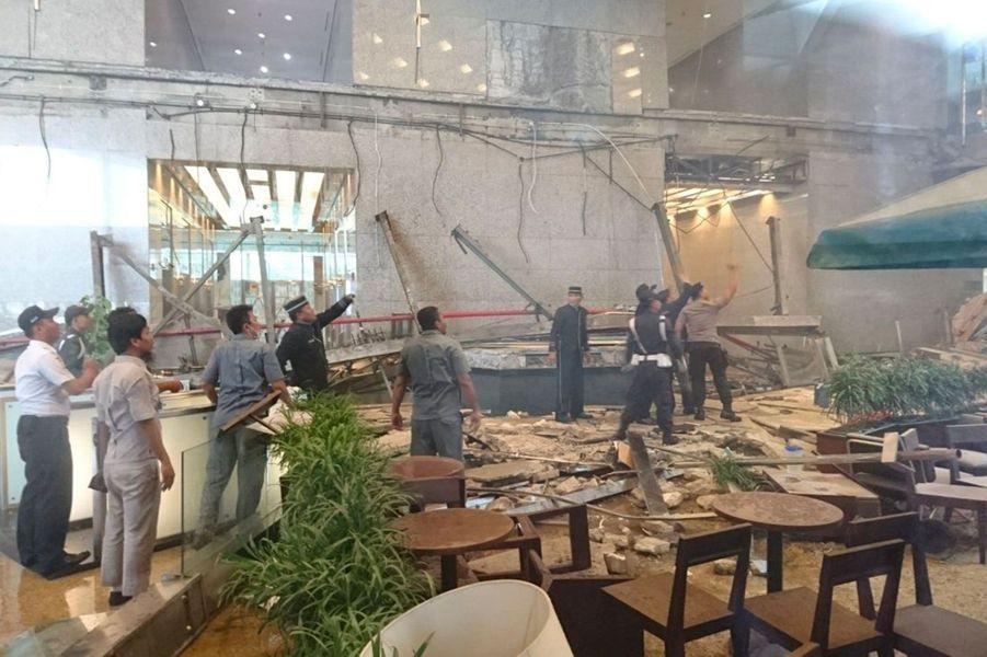 L'effondrement d'une mezzanine dans l'immeuble abritant la Bourse de Jakarta a fait 73 blessés, le 15 janvier 2018.