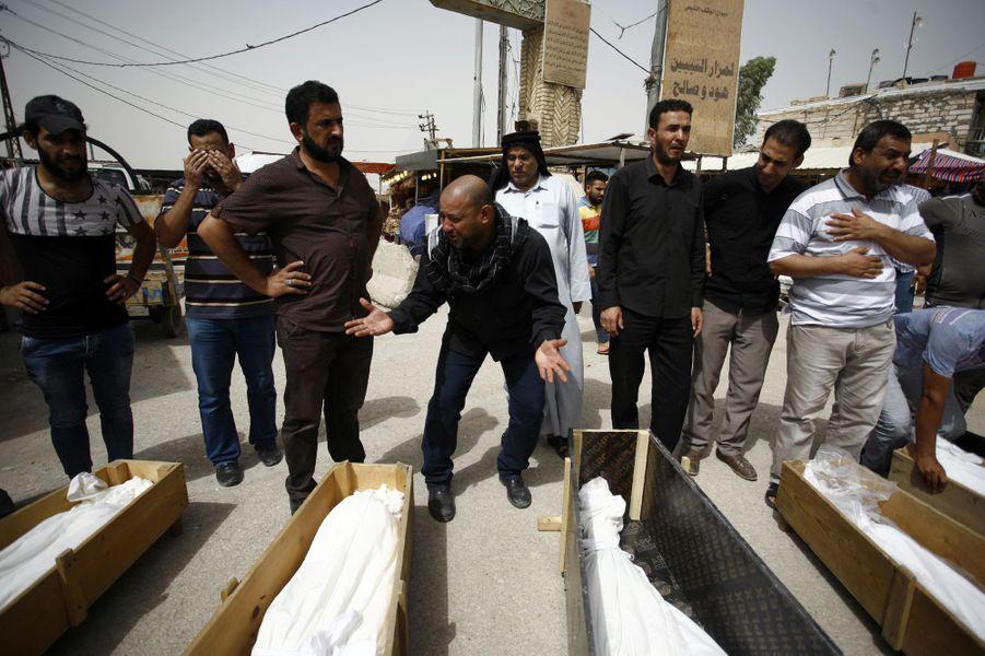 L'Irak entame lundi trois jours de deuil national en hommage aux victimes de l'attentat suicide commis dimanche à Bagdad.