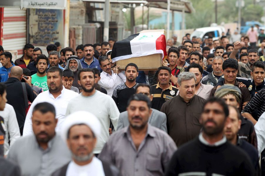 Au sud de Bagdad, 32 personnes ont été tuées dans un attentat suicide revendiqué par Daech, commis après un match de football.