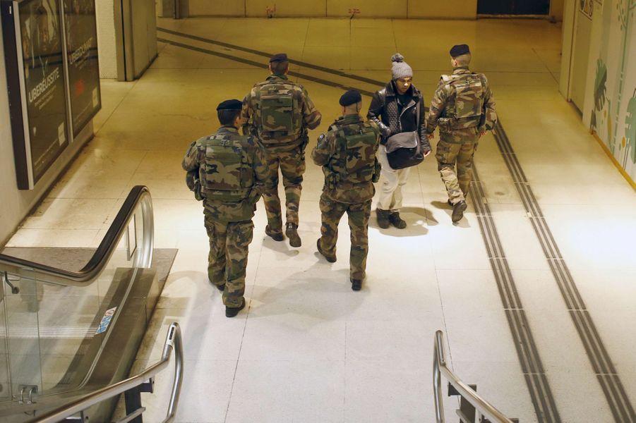 Après les explosions de Bruxelles, la sécurité a été renforcée à la gare de Lyon, à Paris