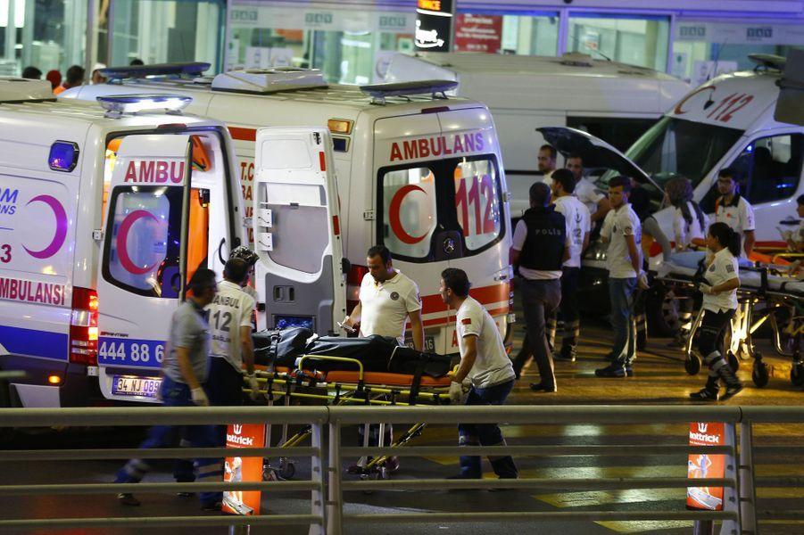 Attentats en Turquie : scènes de dévastation à l'aéroport d'Istanbul