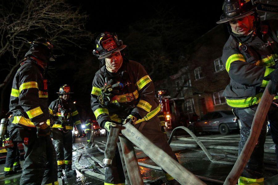 Au moins douze personnes ont perdu la vie dans un incendie dans le Bronx, à New York, jeudi