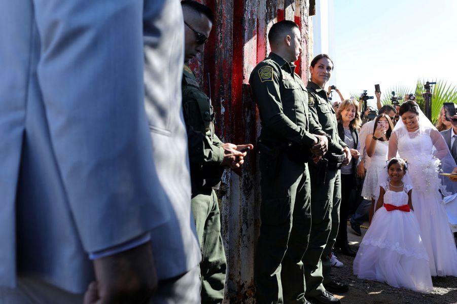 Brian Houston et Evelia Reyes se sont mariés à la frontière américano-mexicaine, le 18 novembre 2017.