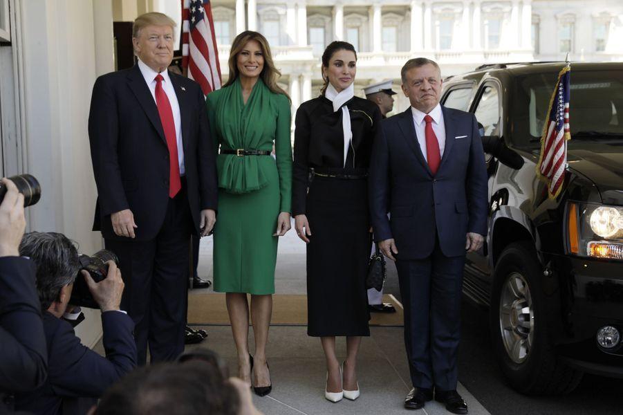 Donald Trump et le roi Abdallah de Jordanie avec leurs épouses respectives Melania Trump et la reine Rania à la Maison Blanche, le 5 avril 2017.