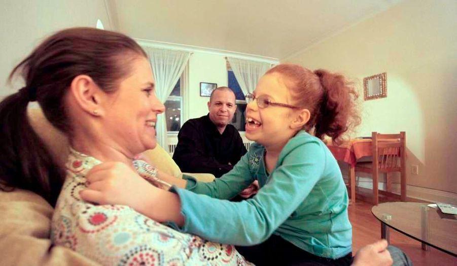 La famille Barlagne, établie au Québec depuis six ans et menacée d'expulsion en raison du handicap de leur fille, pourra finalement rester au Canada.