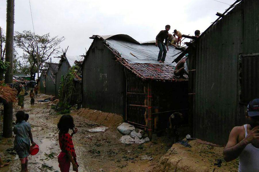 Dégâts du passage du cyclone Mora au Bangladesh, le 30 mai 2017.