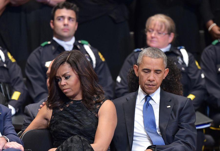 Les Obama et les Bush côte à côte pour les victimes de Dallas