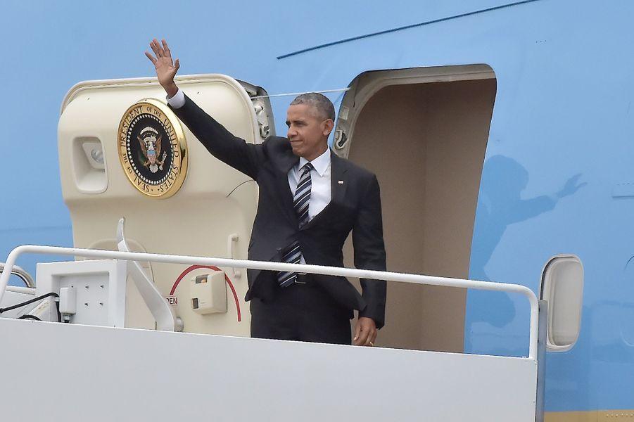 Barack Obama montant à bord d'Air Force One pour se rendre en Israël.