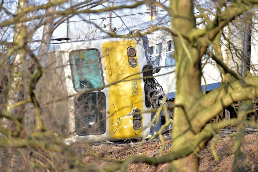 Le déraillement d'un train fait un mort et 27 blessés près de Louvain, en Belgique, le 18 février 2017.