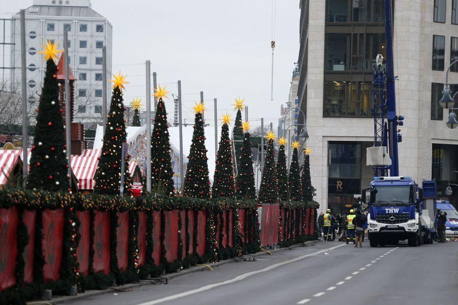 Le marché de Noël deBreitscheid, à Berlin, a rouvert ce jeudi matin, deux jours après l'attentat terroriste.