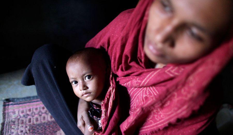 La Birmanie, à majorité bouddhiste, compte environ 800.000 Rohingya. Pour le pouvoir de Rangoon, ce sont des apatrides, des clandestins en provenance du Bangladesh.