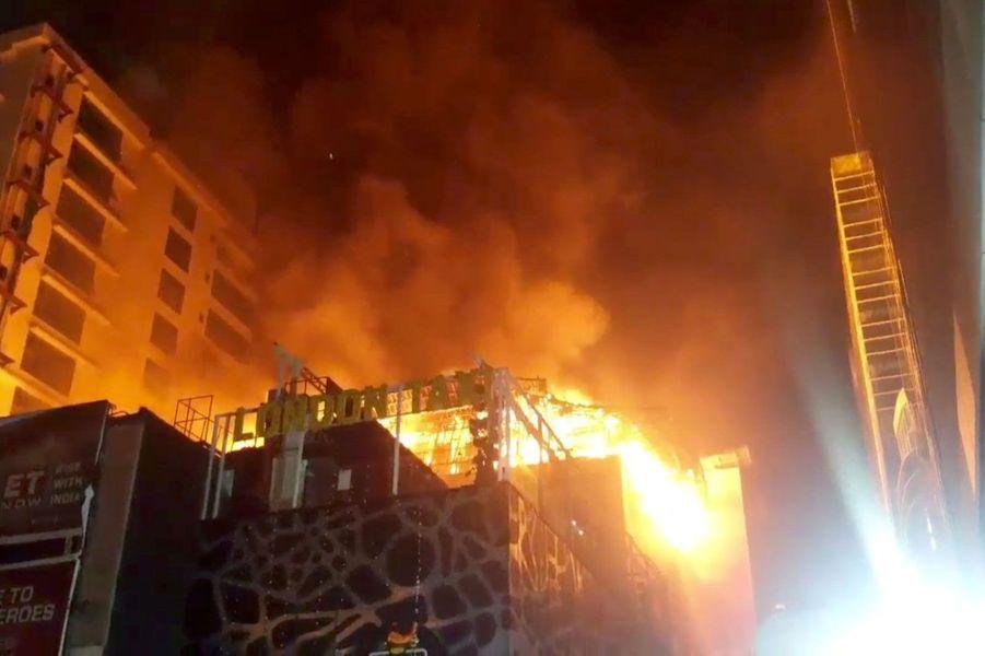Au moins 14 personnes ont perdu la vie dans l'incendie d'un restaurant à Bombay