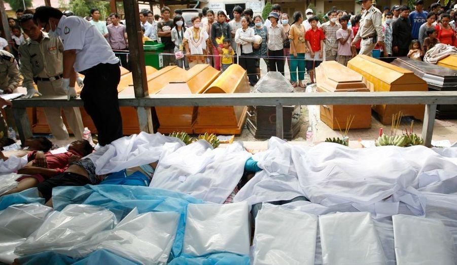 Au moins 375 morts et plus de 750 blessés