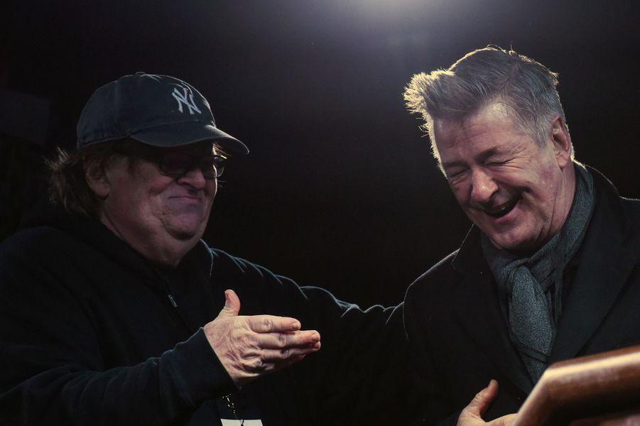 Michael Moore et Alec Baldwin