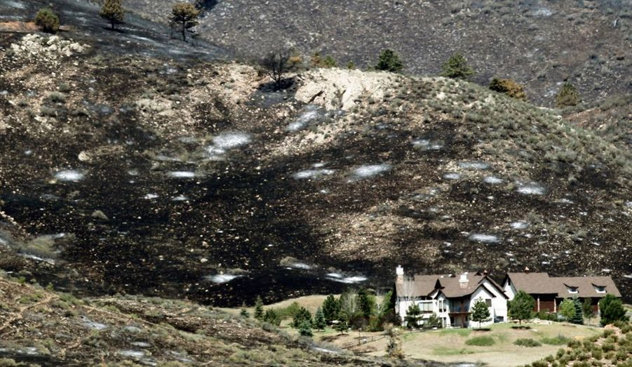 Le feu qui sévit dans le High Park est le plus important de l'Etat. Une femme a trouvé la mort depuis le déclenchement du sinistre, le 9 juin dernier. C'est la foudre qui a provoqué le départ de l'incendie et plus de 340 km2 de forêt ont déjà brûlé.