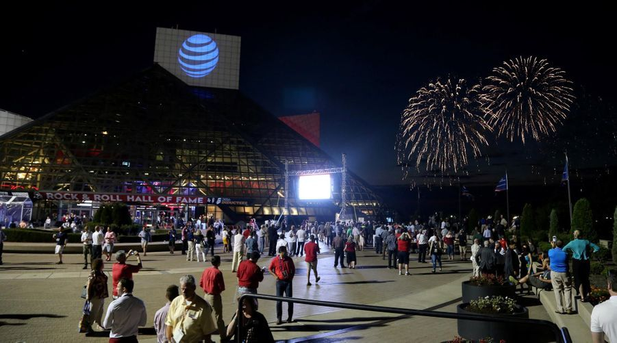 Feu d'artifice devant le Rock and Roll Hall of Fame