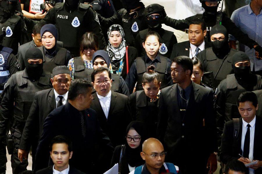 L'Indonésienne Siti Aisyah et la Vietnamienne Thi Huong ont été conduites à l'aéroport de Kuala Lumpur, lieu de l'assassinat de Kim Jong-Nam