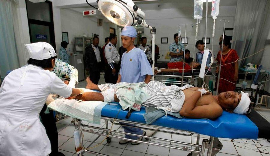 Un médecin d'un hôpital de Maduin a indiqué qu'il soignait quinze personnes, dont quatre personnes pour des traumatismes crâniens et plusieurs fractures.