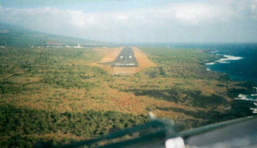 La piste d'atterrissage de l'aéroport international de Moroni, capitale des Comores, où aurait dû se poser le vol IY-626 lundi soir.