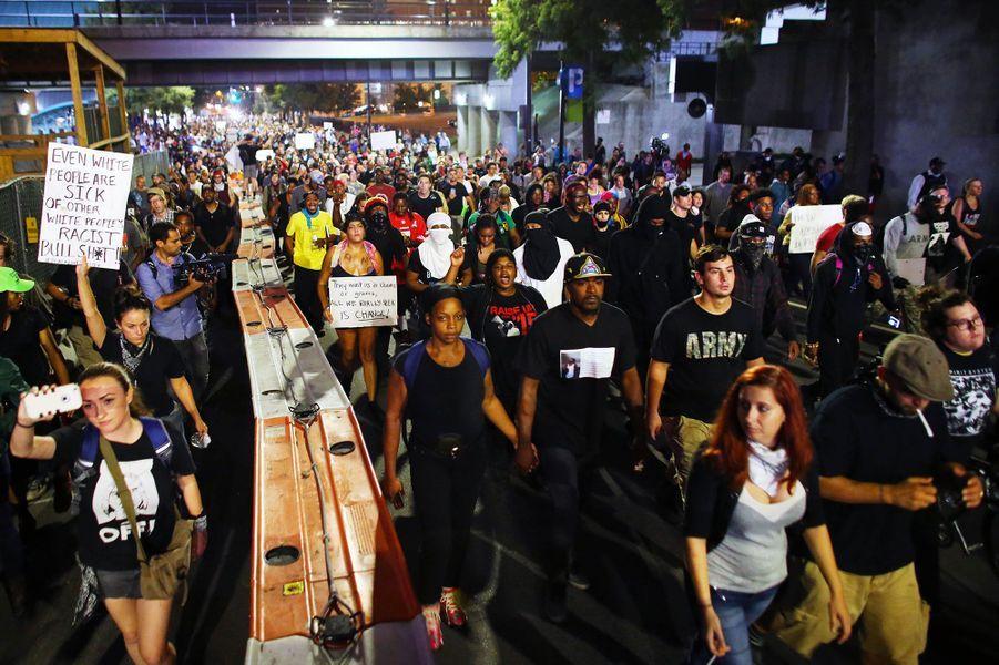 Les manifestations ont continué dans les rues de Charlotte jeudi soirmalgré le couvre-feu