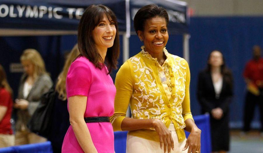 """Michelle Obama a, de son côté, entraîné Samantha Cameron à l'American University de Washington, où des enfants recréaient un tournoi sportif comme les Jeux Olympiques, à l'occasion de ceux d'été à Londres prochainement, et de l'initiative """"Let's Move"""", lancée par la First Lady, pour lutter contre l'obésité infantile."""