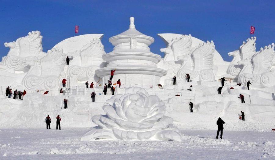 Comme chaque hiver, Harbin, ville du Nord de la Chine, accueille le plus grand festival mondial de sculpture sur glace y attire des millions de visiteurs.