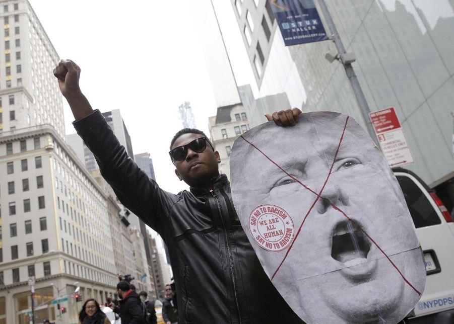 Des Américains manifestent contre Donald Trump