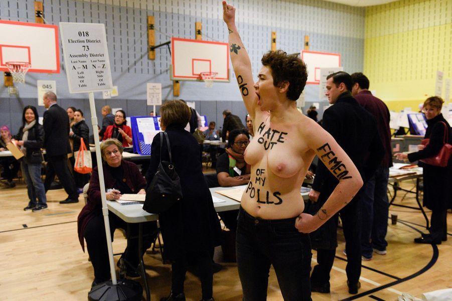 Des Femen manifestent dans le bureau de vote de Donald Trump