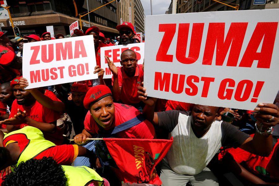 Plusieurs milliers de manifestants étaient réunis devant le palais présidentiel à Pretoria pour réclamer le départ du chef de l'Etat Jacob Zuma.