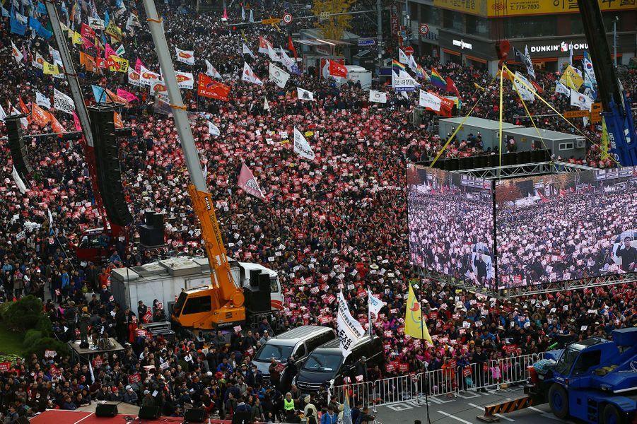 Ils étaient des milliers de Sud-coréens samedi dans les rues de Séoul