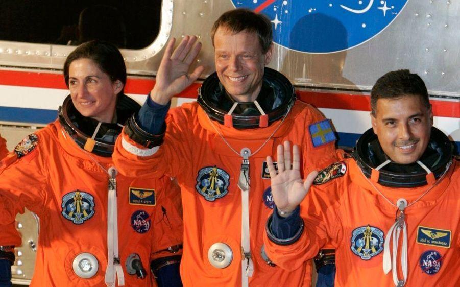 José Hernandez, Nicole Stott et Christer Fuglesang, l'air réjoui de faire partie de la mission.