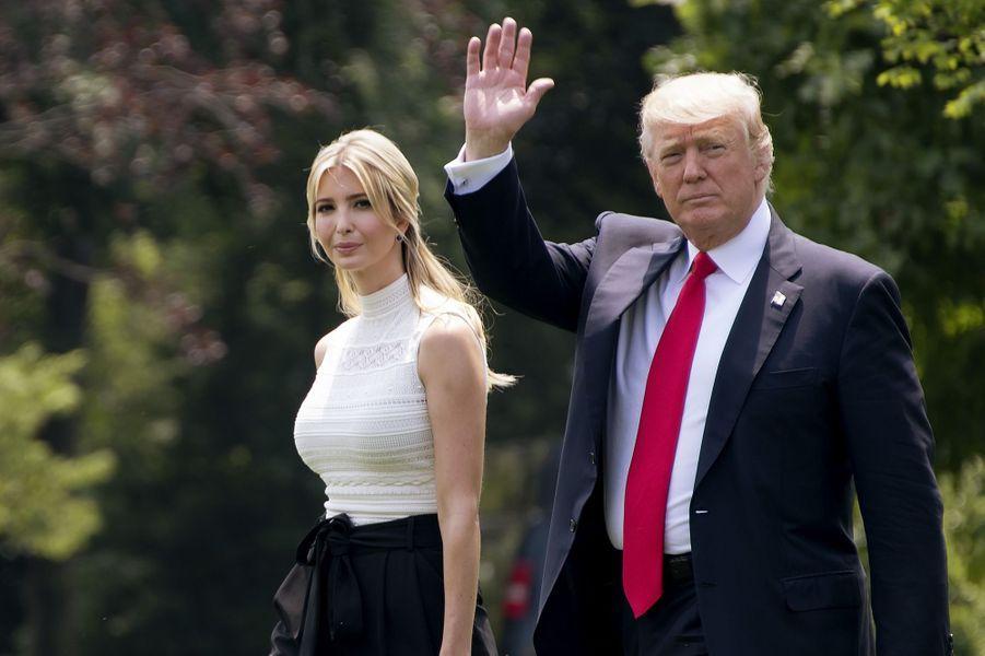 Ivanka et Donald Trump quittant la Maison Blanche, le 13 juin 2017.