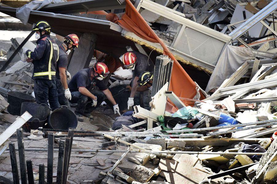 Au moins une personne est morte dans l'effondrement de cet immeuble