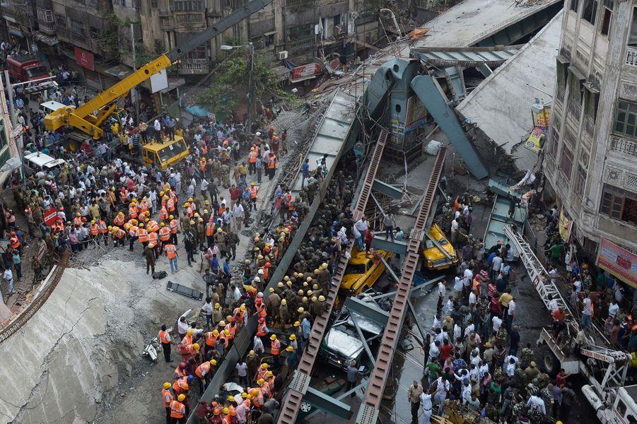 Au moins 14 personnes ont perdu la vie dans l'effondrement du pont