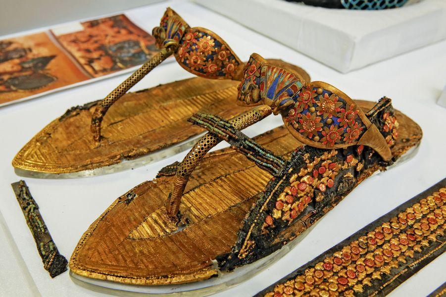 Sandales en cuir.